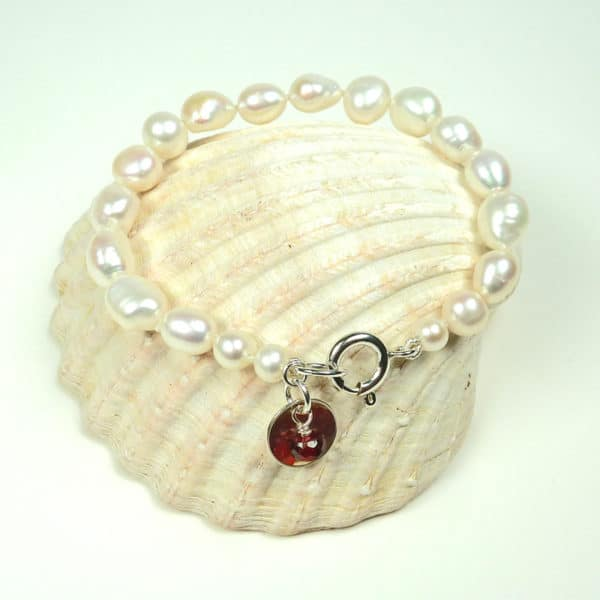 Pearl and garnet bracelet.