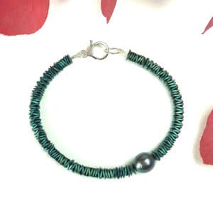 Green bracelet with pearl