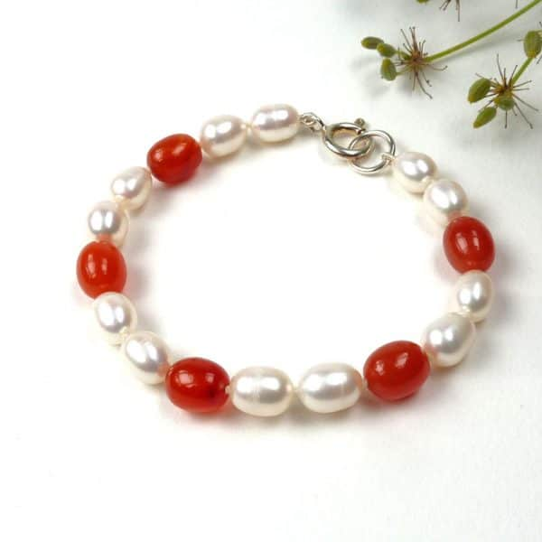 Pearl and carnelian bracelet