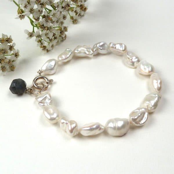 White baroque pearl bracelet