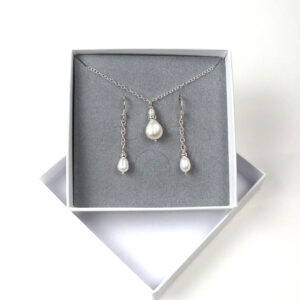 Pearl pendant and earrings set