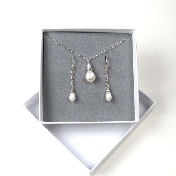 Pearl pendant and earrings set