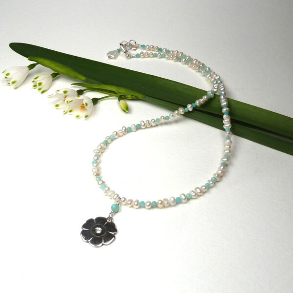 Auricula and pearl necklace