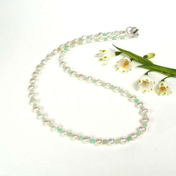 Pearl and chrysoprase necklace